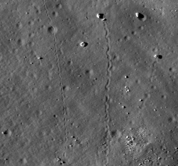 Катящиеся камни на Луне