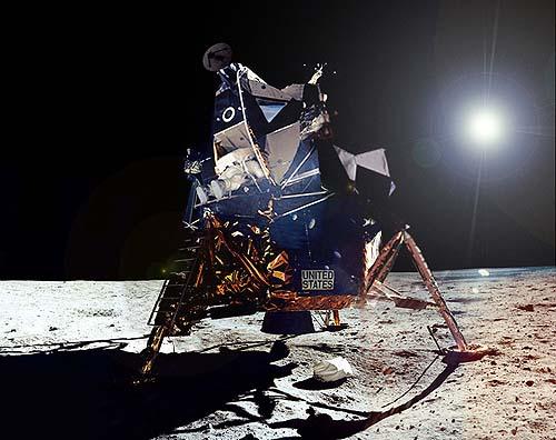 Композиция пребывания американцев на Луне