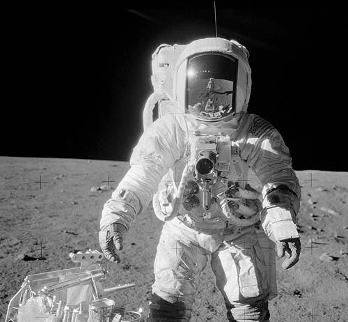 Нелепости фотографий лунных экспедиций НАСА