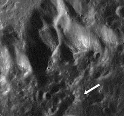 Артефакт в Апеннинах на Луне